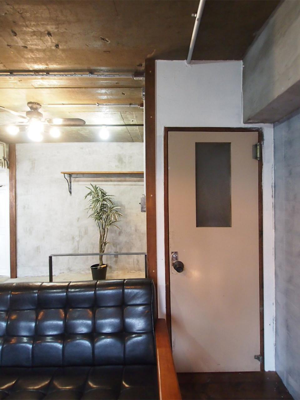 レトロな扉のクローゼット