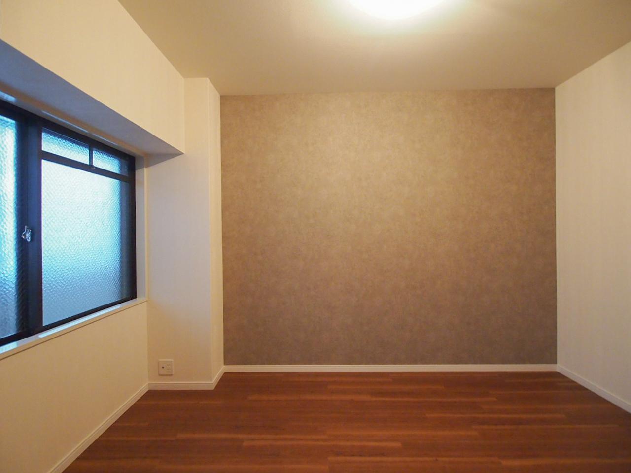 洋室2 アクセントカラーはブラウン