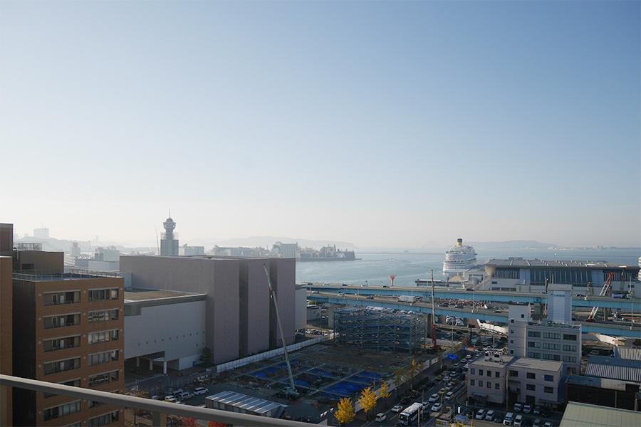 博多湾側。船の行き来を眺めるだけで楽しそう。