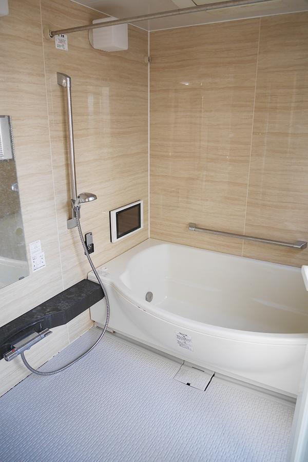 お風呂。テレビ付きです。