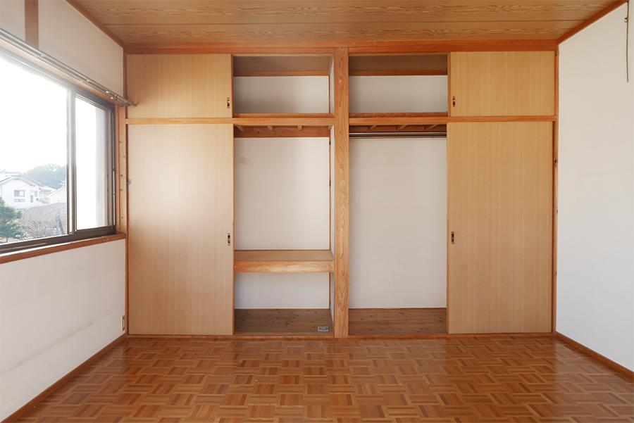 2Fの洋室。愛すべきパーケットフロアよ。