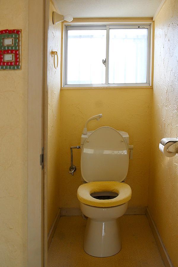 トイレは簡易水洗。