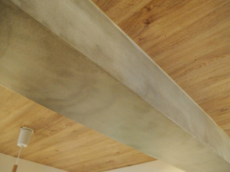 天井の仕上げにも余念がありません。