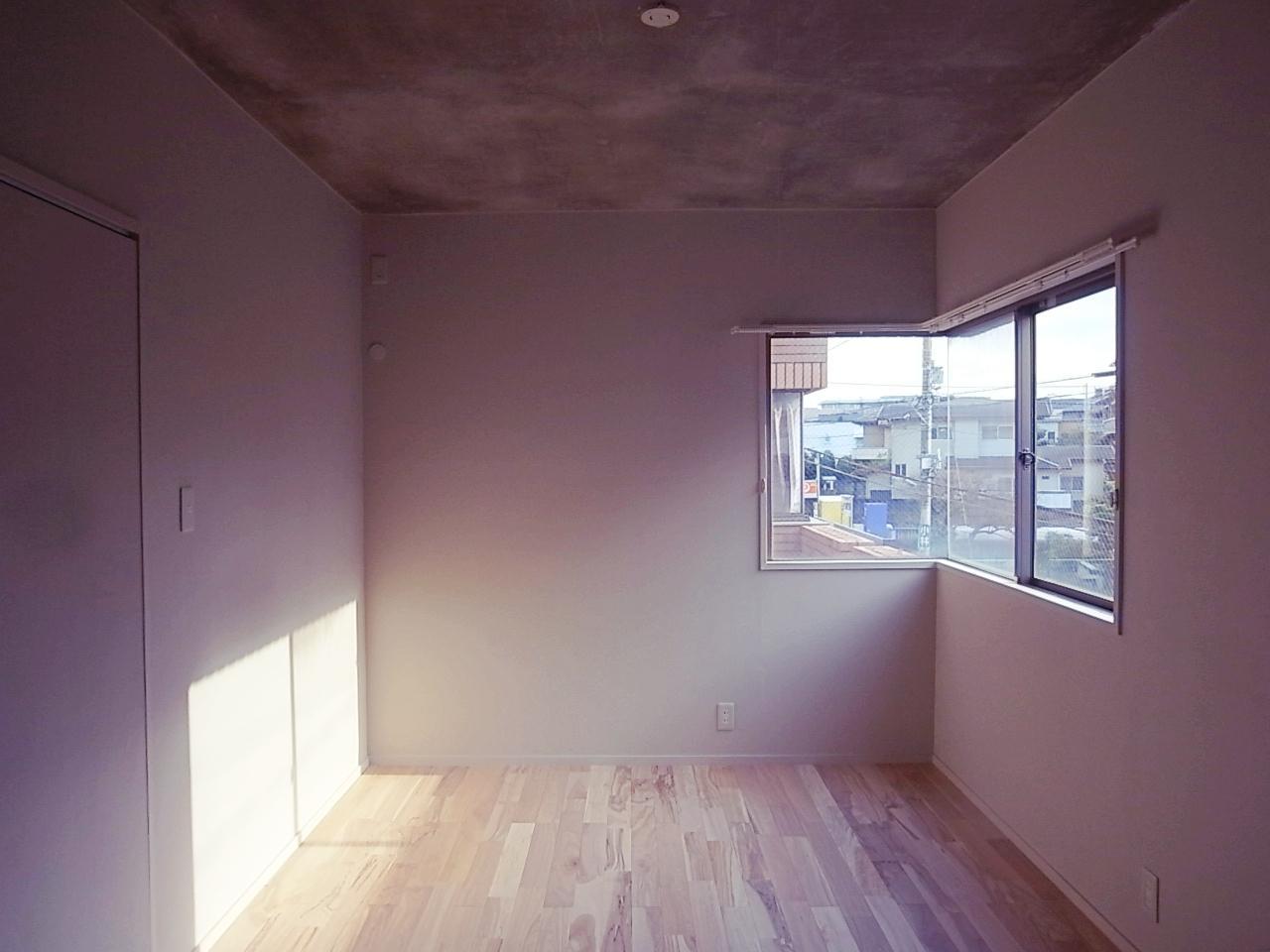 玄関脇の洋室。ちゃんとエアコンも設置可能。