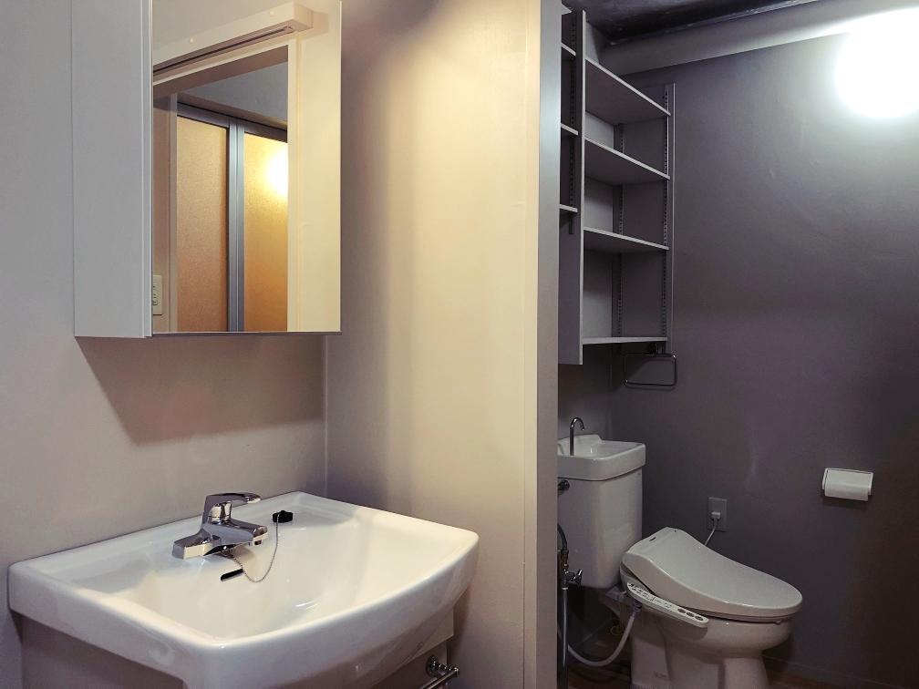 洗面台と脱衣所&WCの間に間仕切りあり。
