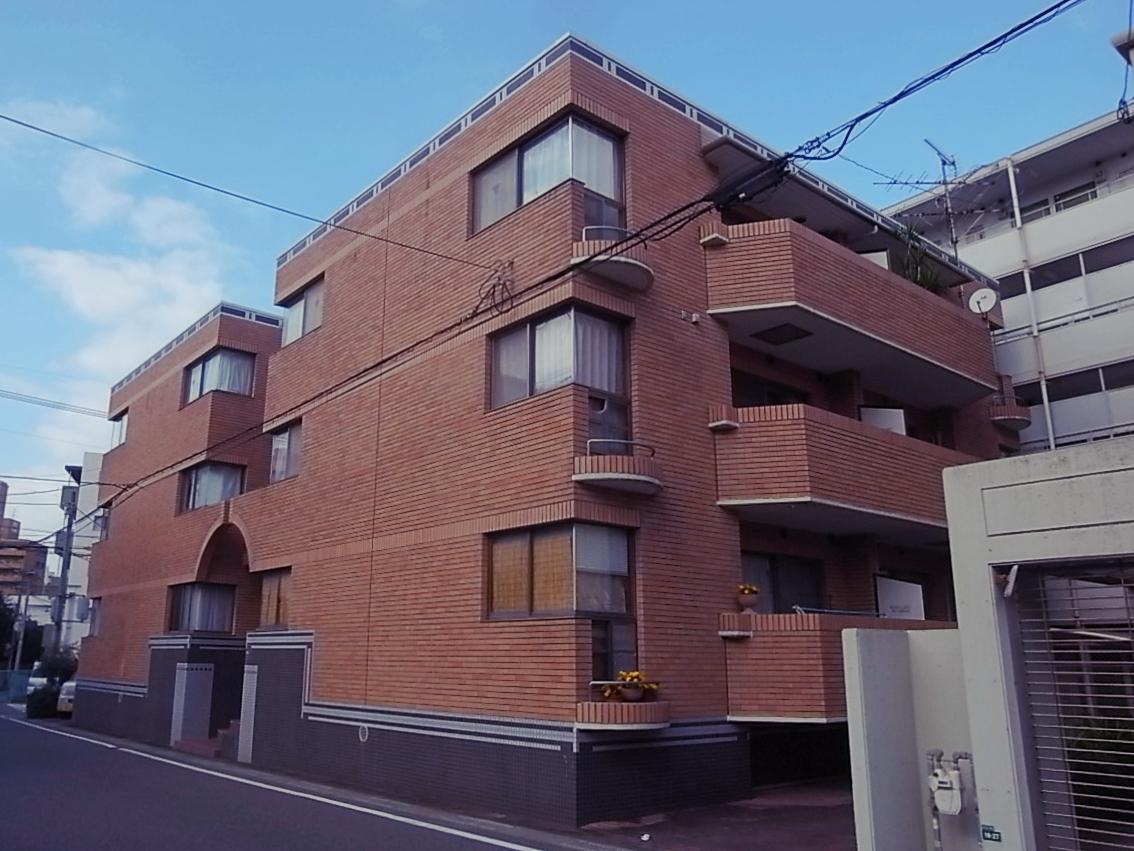 周囲も低層の建物が多く、静かで利便性の良い立地。