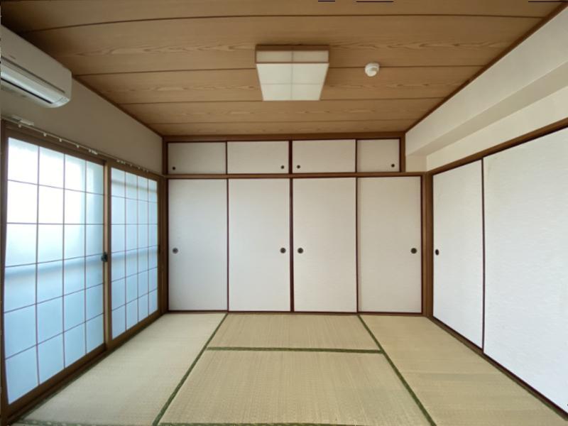 リビング横の和室。右の襖を開けると・・・
