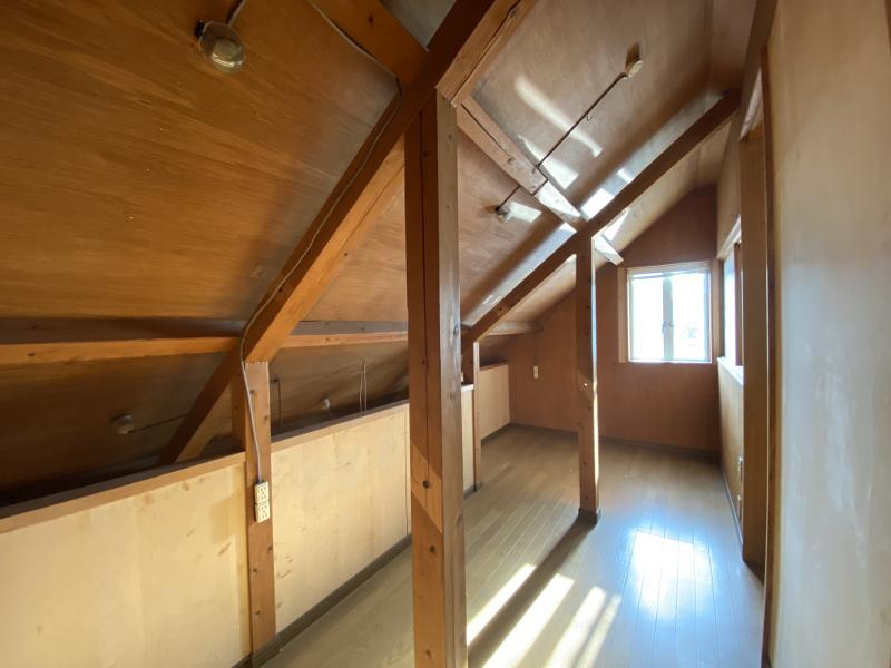 秘密基地感満載の屋根裏部屋