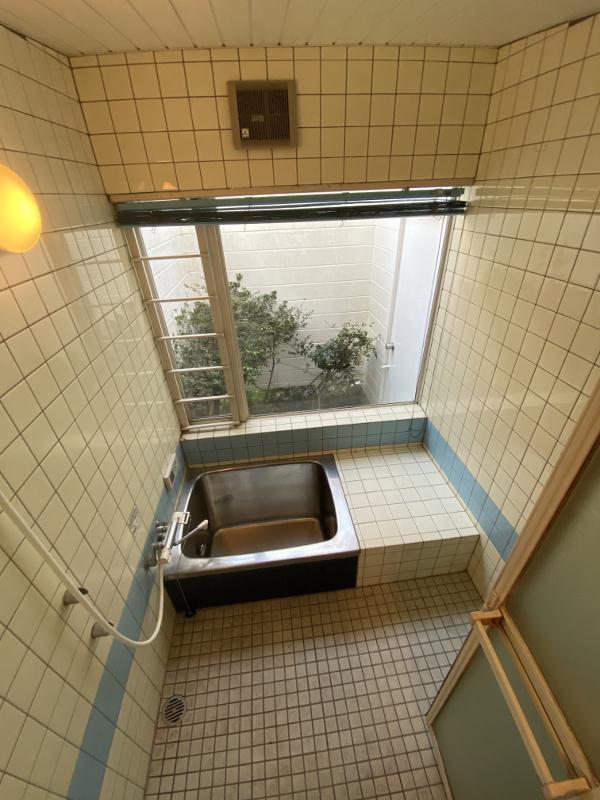 お風呂の窓が大きいこの感じはなんか好き
