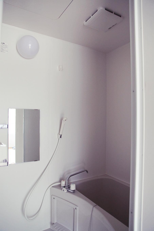 浴室も単身サイズです。