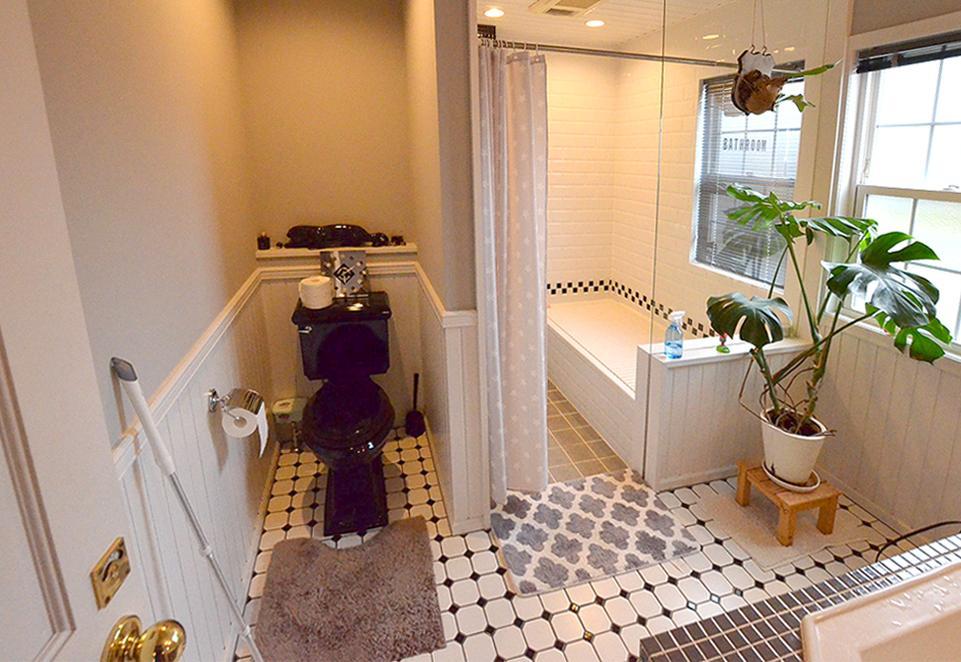 トイレとお風呂。洋風極まってます。