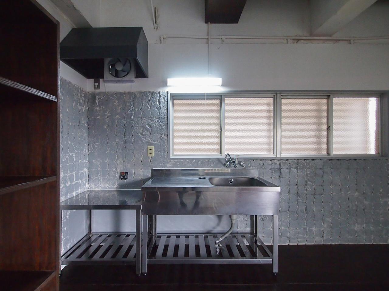 シンプルでかっこいい業務用キッチン