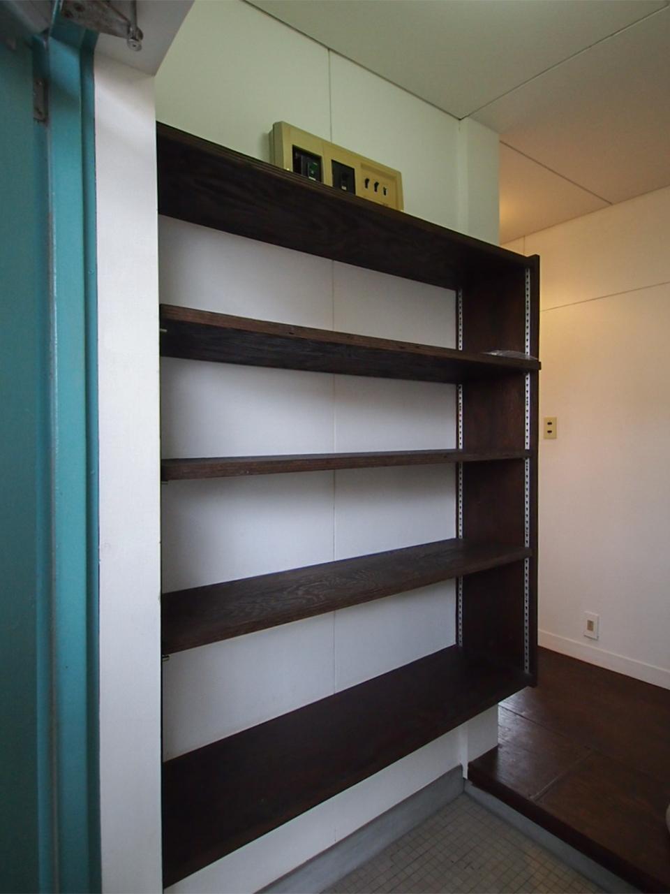 棚板を調整できる靴箱