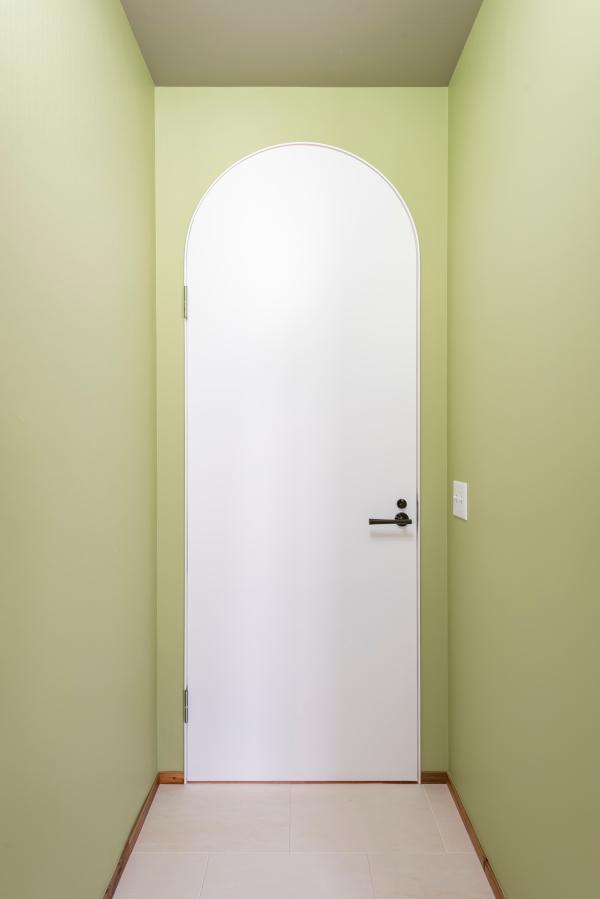 アーチ扉の朗らかさは偉大です。