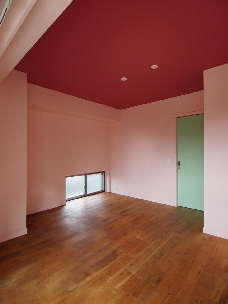 主寝室はネイビー系のカラーに塗装予定