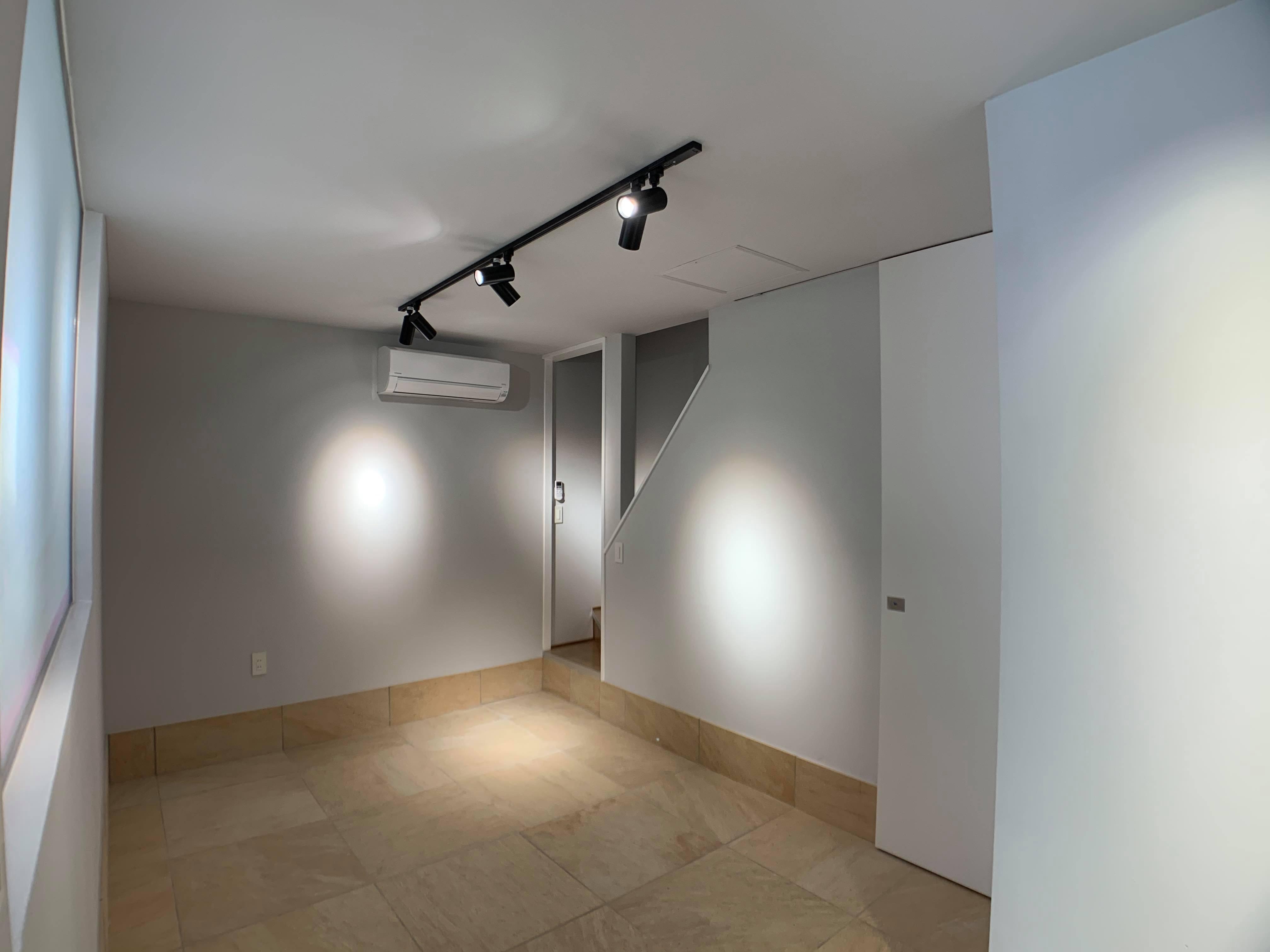玄関入るとこんな感じです。1階にもトイレあります。