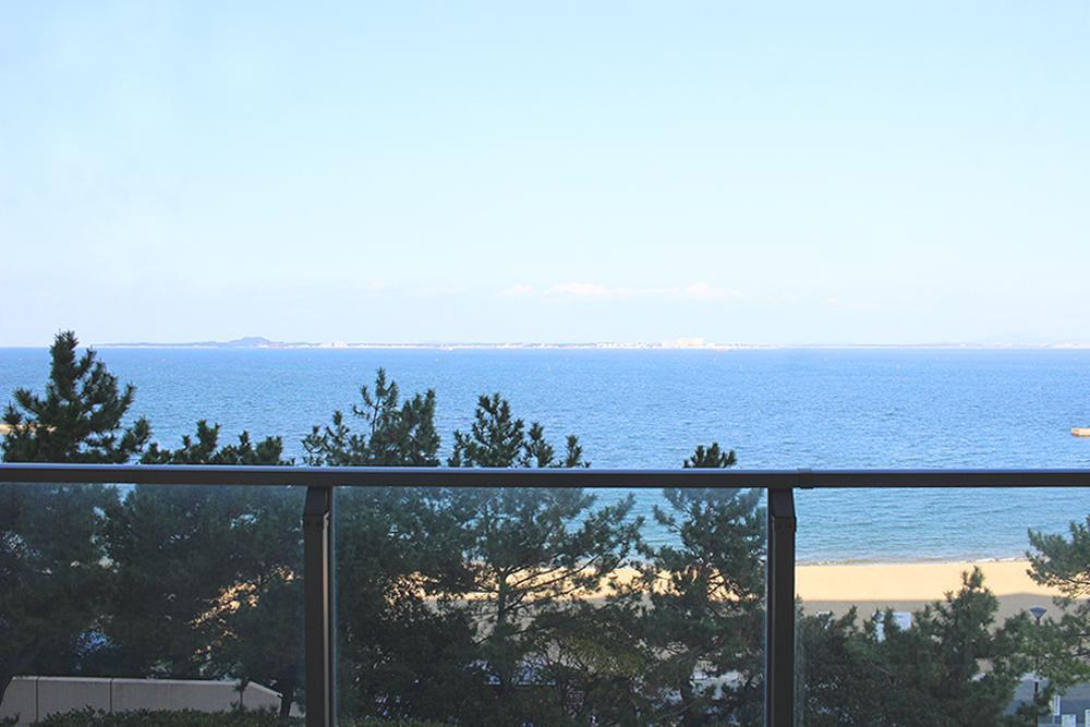 海正面の北側バルコニー。
