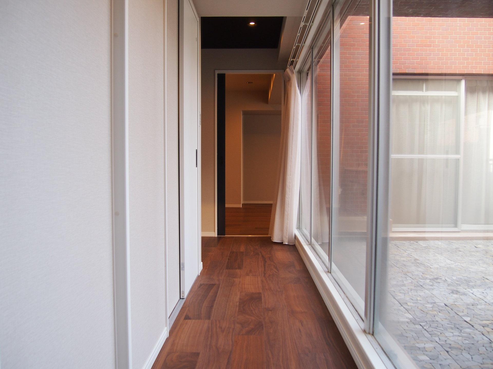 戸建てみたいな廊下。