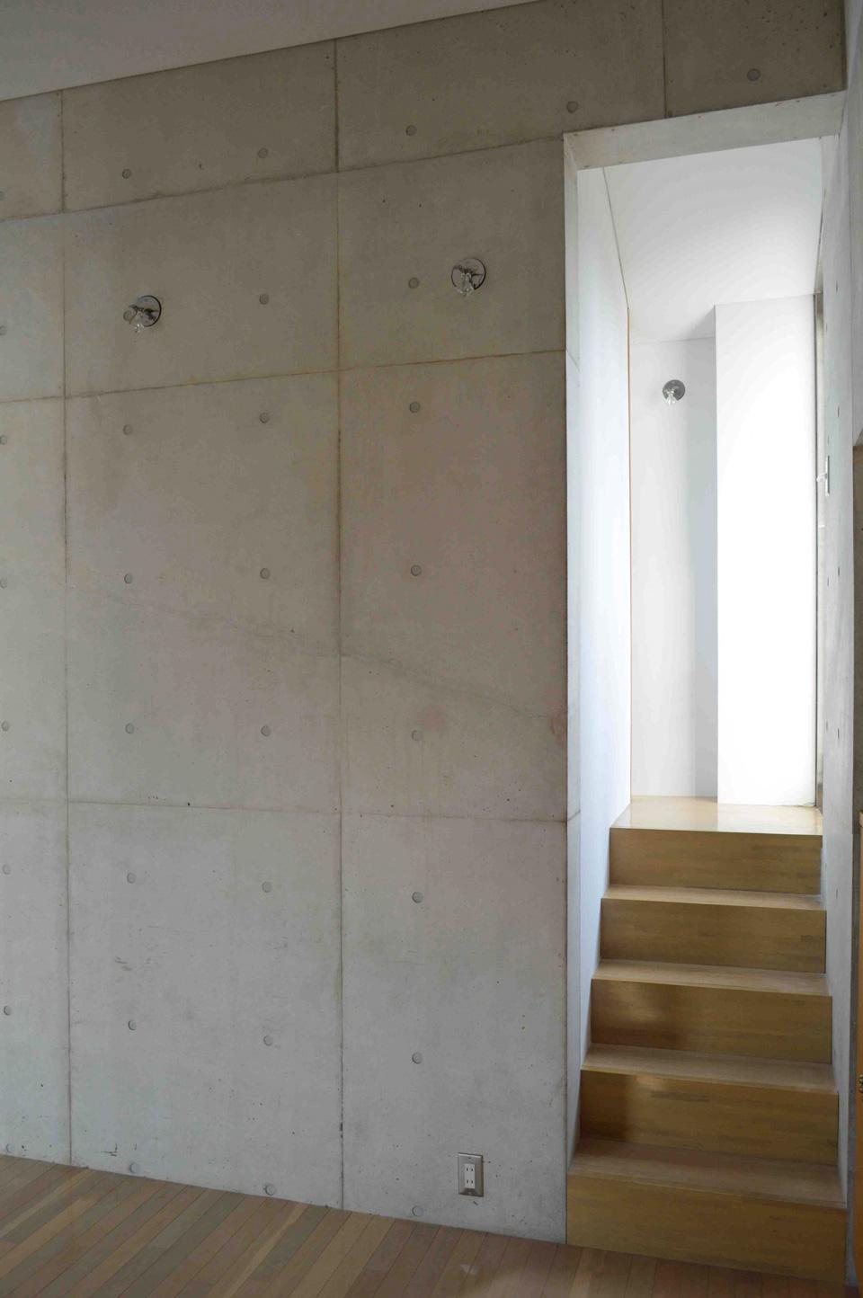 書斎から屋上への階段