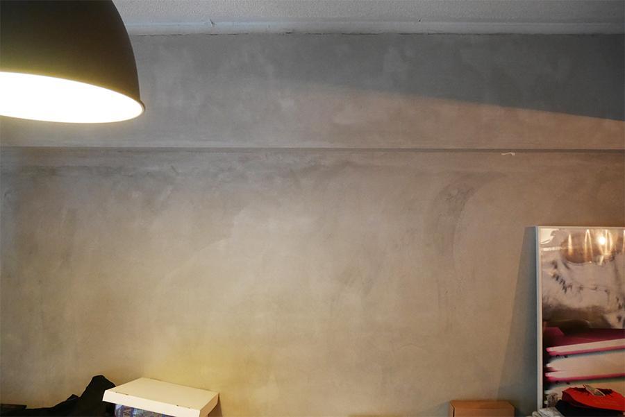壁面は丁寧なモルタル仕上げ。