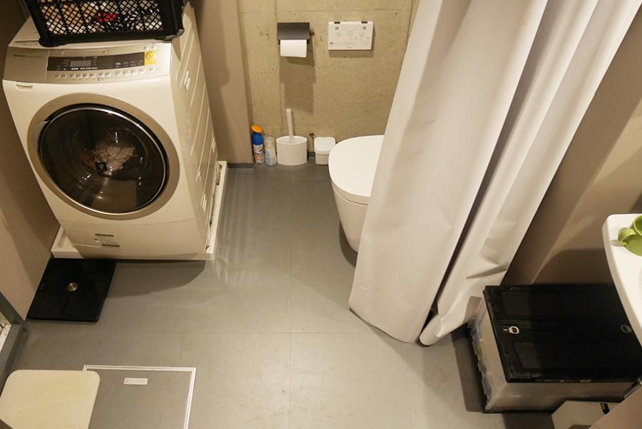 脱衣所。トイレも同室になります。