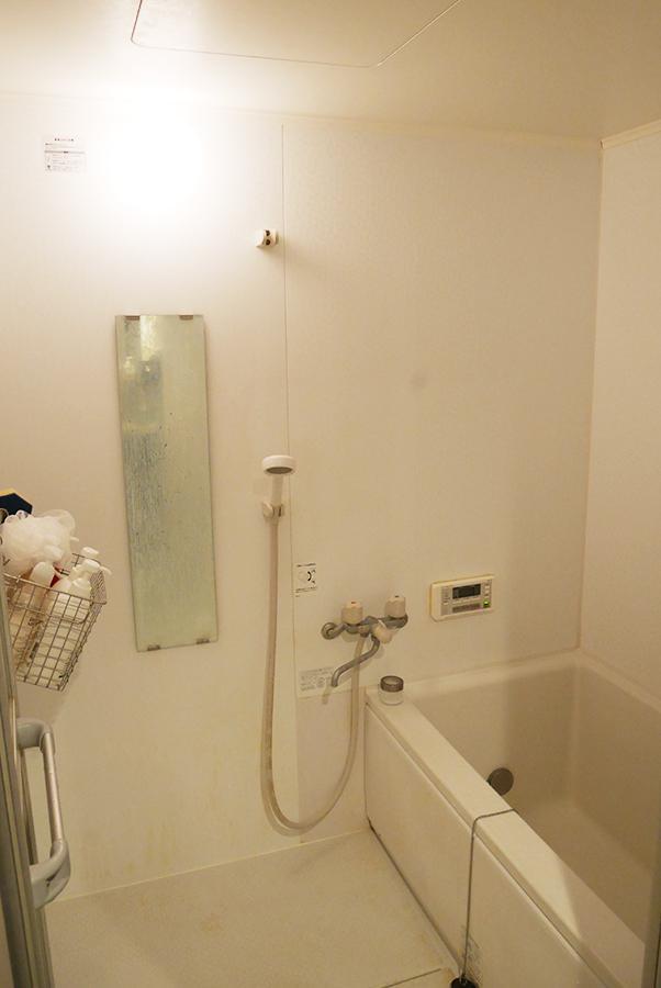 お風呂は未改装のまま。