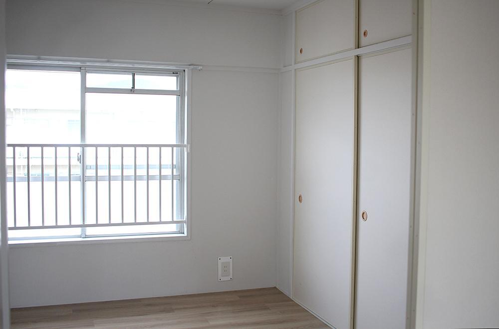 個室は和室から洋室にリノベーションされています。