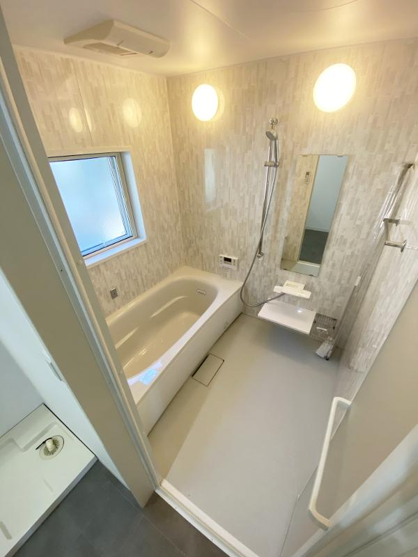 浴室、窓もあります