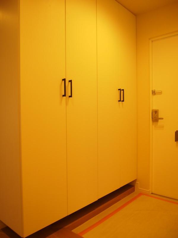 広めの玄関はシューズクローゼット付き。