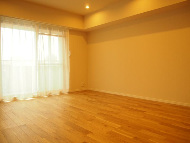 全体的に癖のないシンプルなお部屋です。