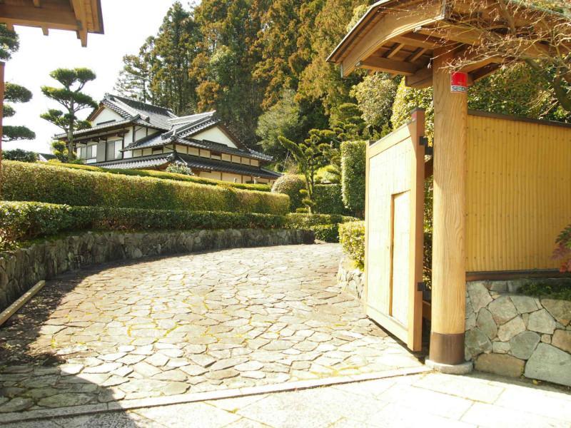 入口の門。