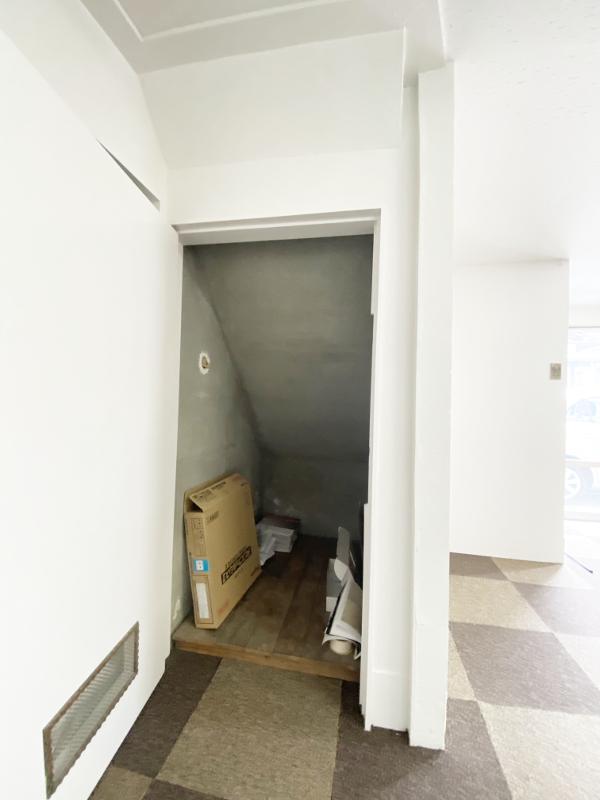 ちょっとした階段下収納