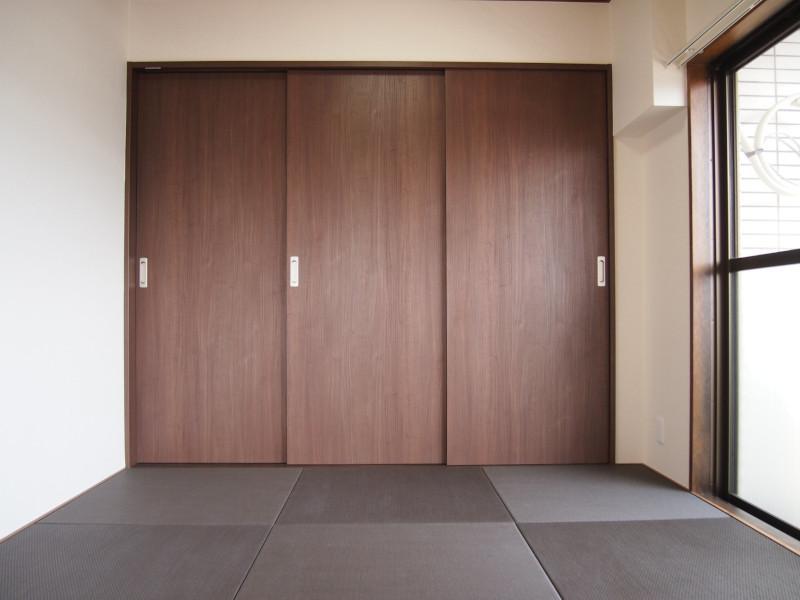 比較的コンパクトな和室ですが、リビング繋ぎで使用頻度は高そうです。