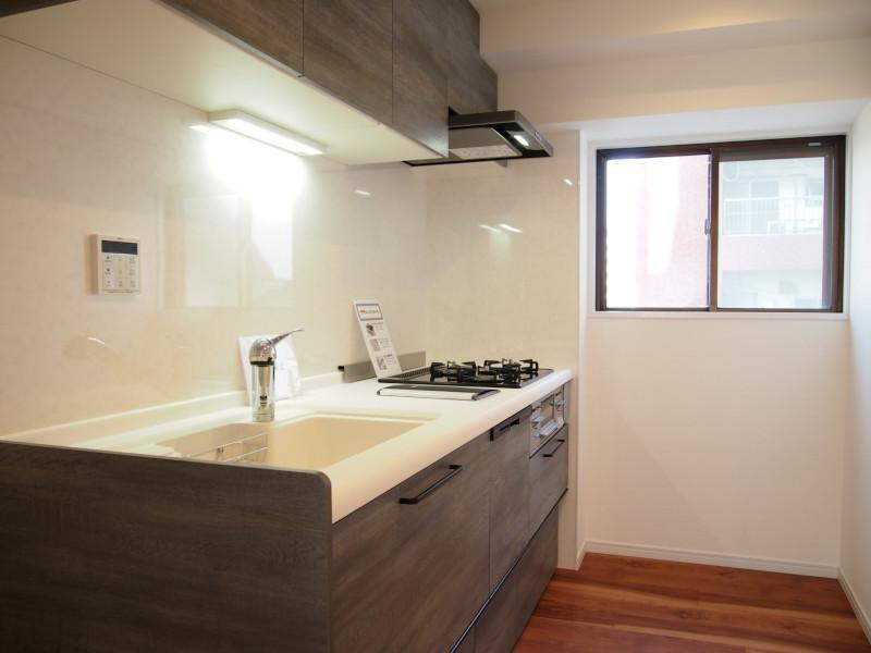 LDKですが、キッチンがいい意味で独立してる感じで、台所に立つ男としては個人的に好きです。