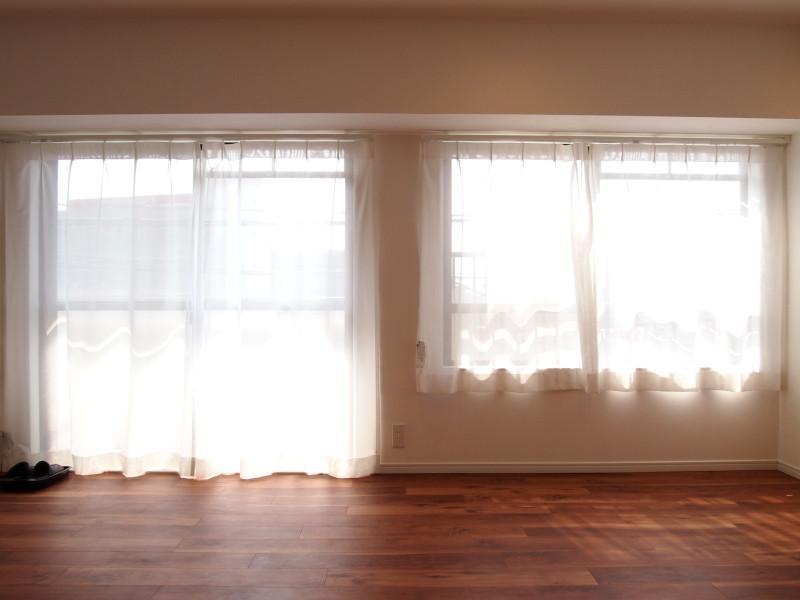 その右手の窓辺にソファでも置いて樋井川眺めてリラックス。