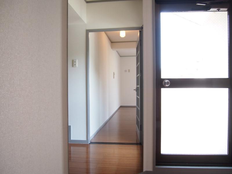 目の前はこれ鏡です。奥に続いているように見えたんですけどミラーハウスみたいじゃないですか?