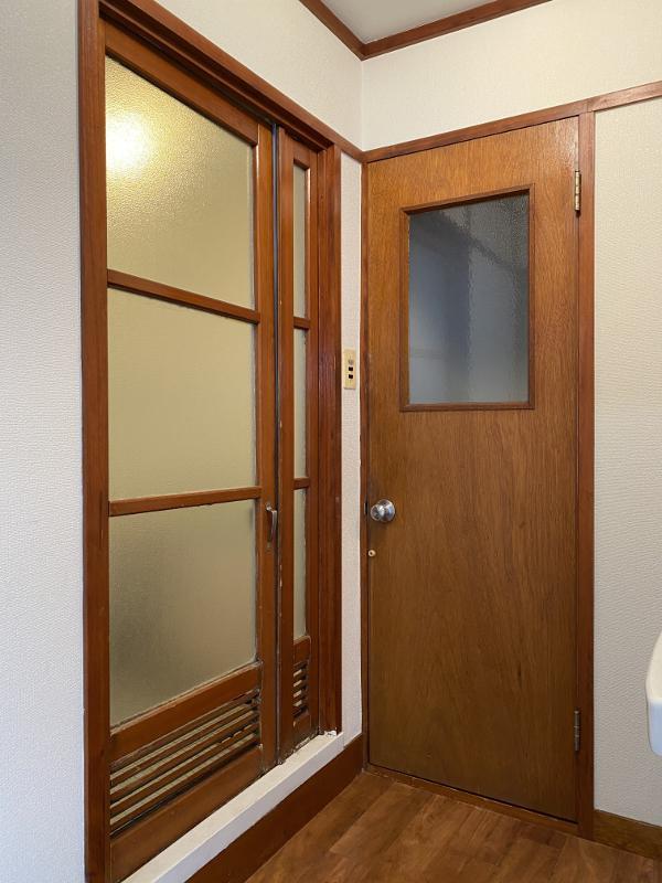 浴槽まで木扉