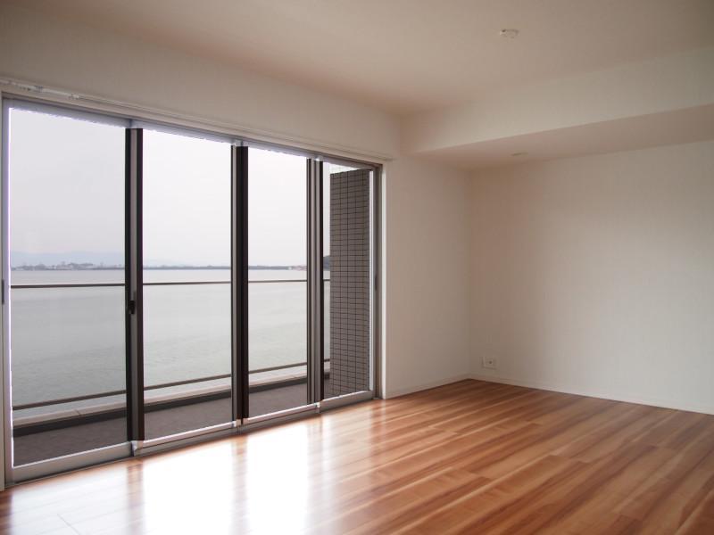 窓向こうが海原という贅沢。
