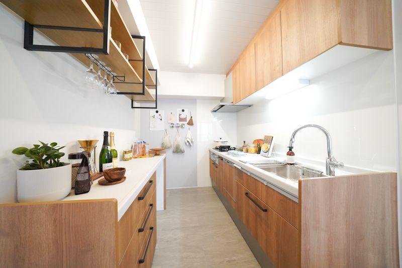 キッチン周りの収納の多さも本物件の優しさ。