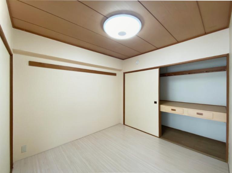元和室のリビング横の洋室