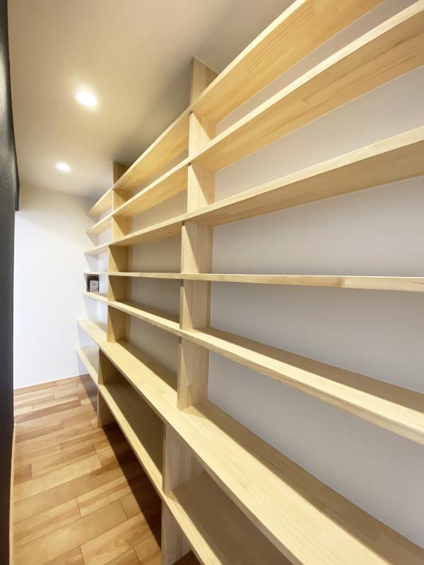結構珍しい本棚のための部屋
