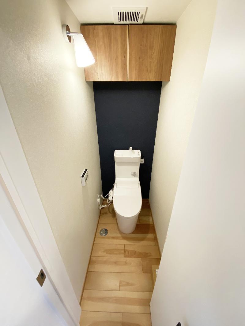 玄関側トイレ