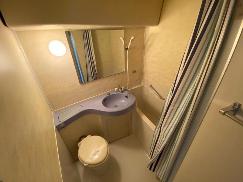 風呂トイレはビジネスホテル見たいな同室タイプ