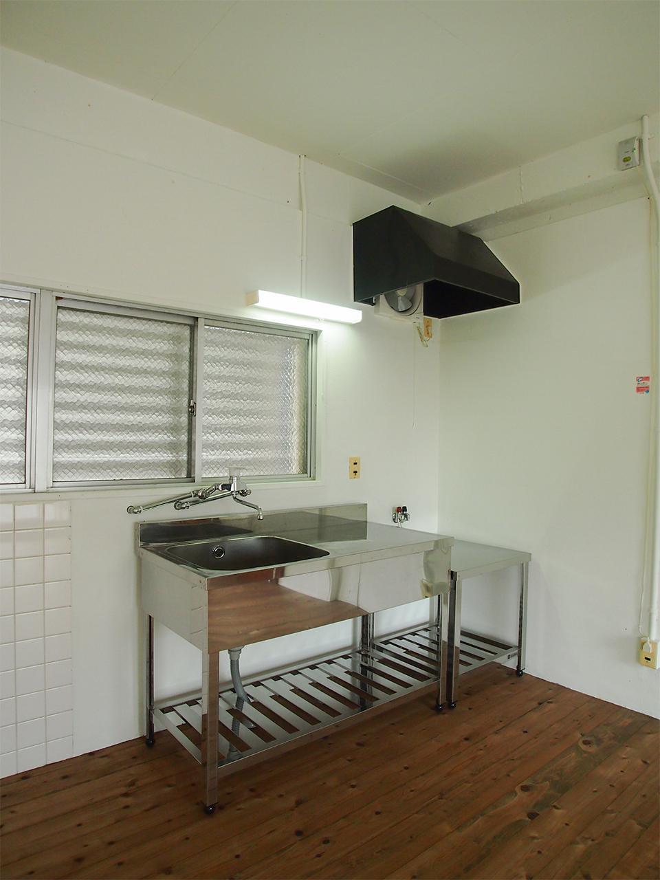 ステンレスの業務用キッチン