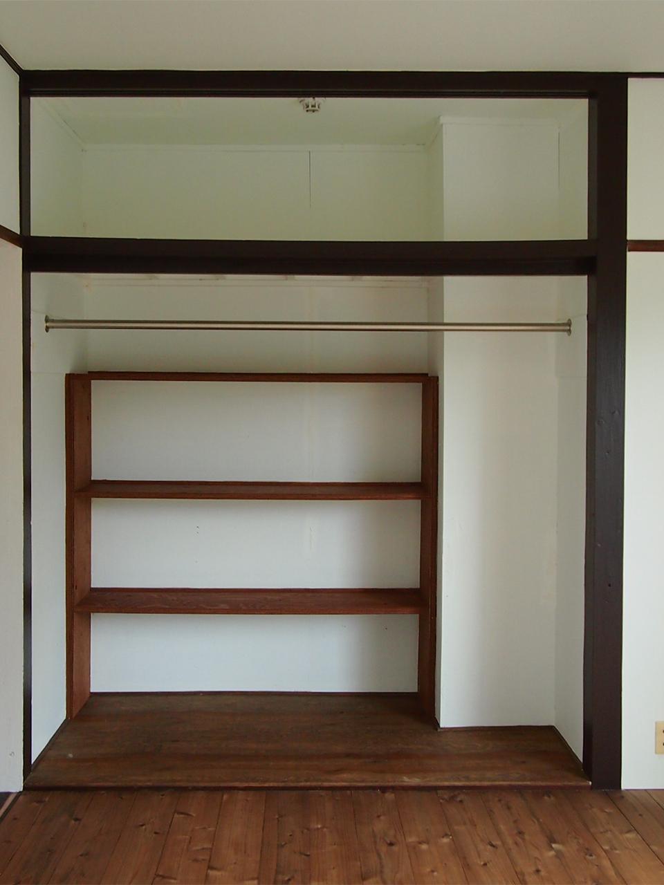 洋室には大容量のオープンクローゼット