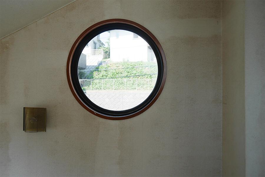 かわいい窓。