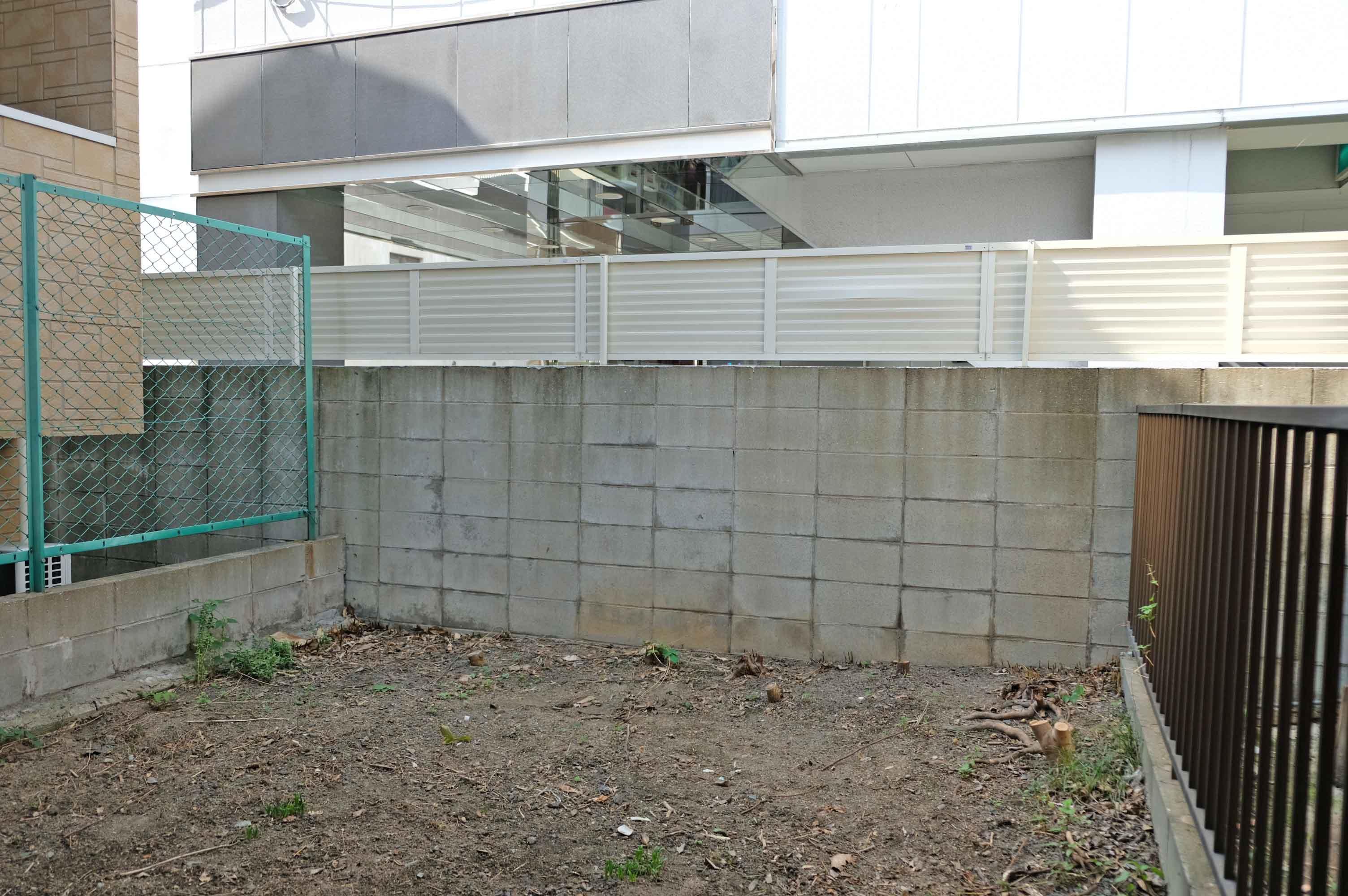 囲まれ感はありますが、敷地内にお庭スペースもあり是非活用したいところ。