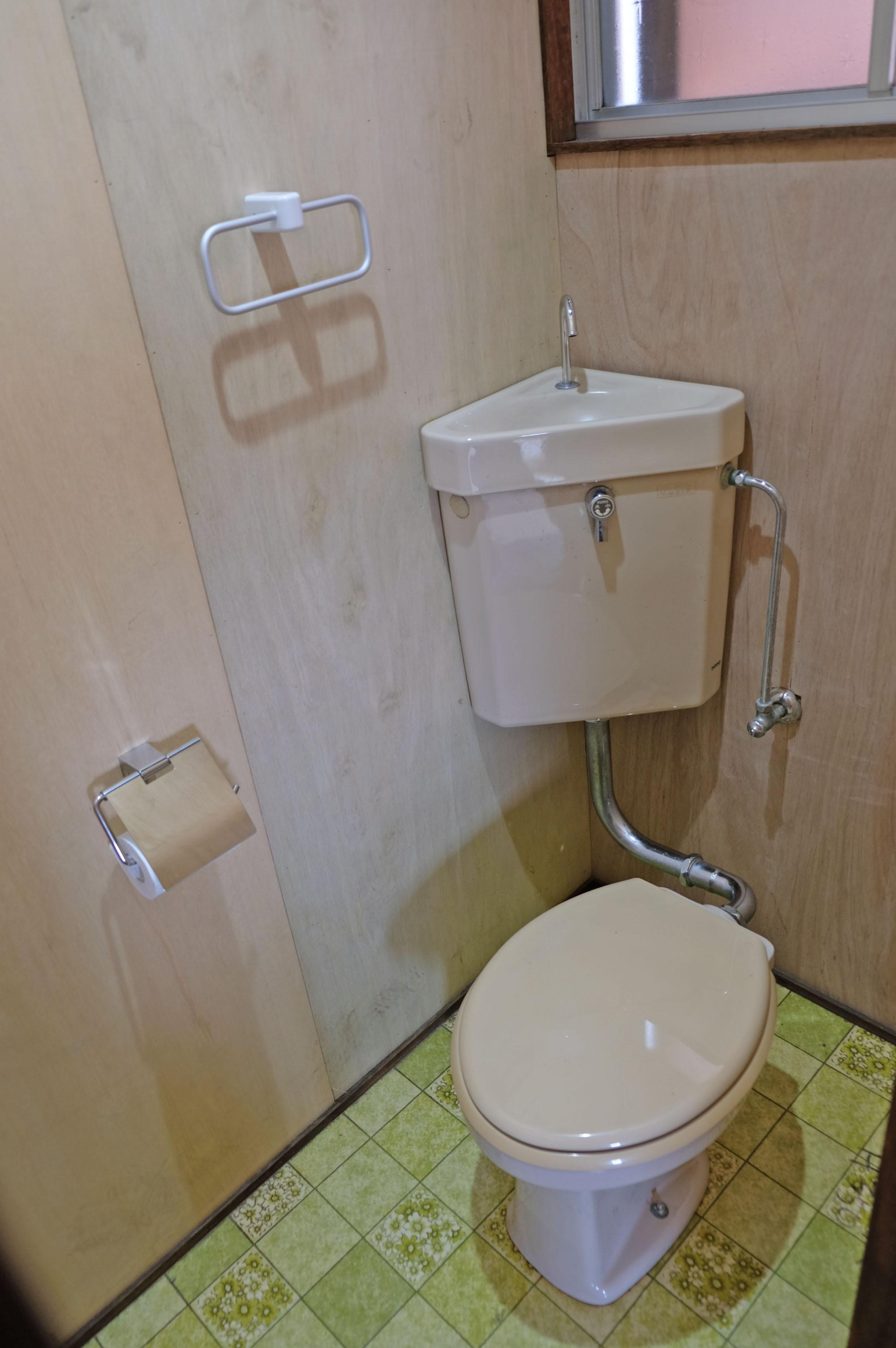トイレは母屋にある1箇所です。