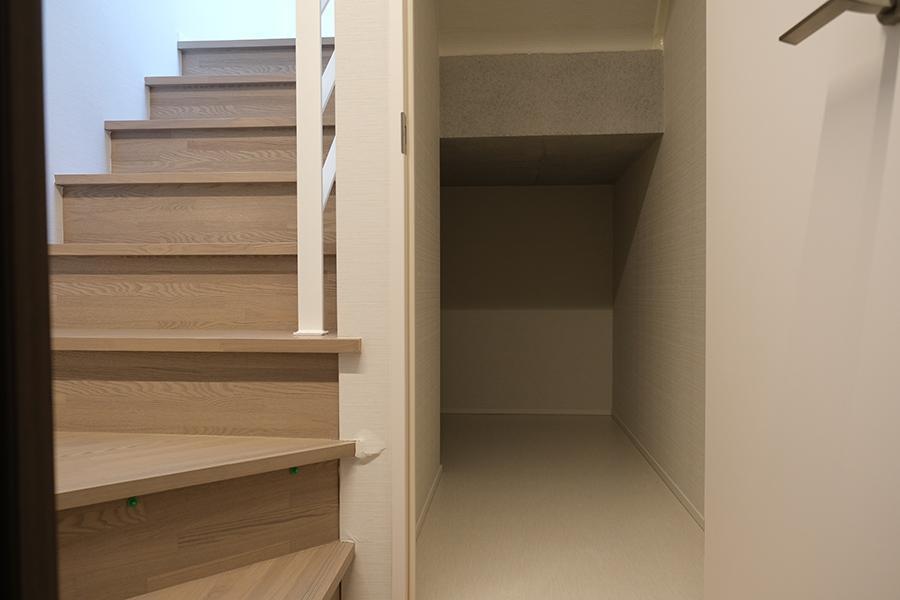 階段下の収納。