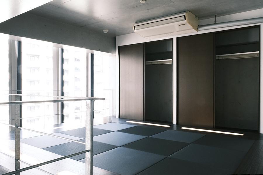 上階の採光もバッチリ。床は琉球畳。